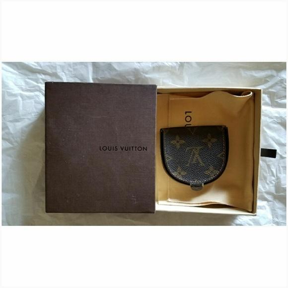 3bb3280758c4 Louis Vuitton Handbags - Authentic Louis Vuitton Porte Monnaie Gousset